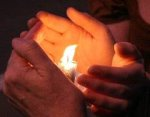 Candle_hands1
